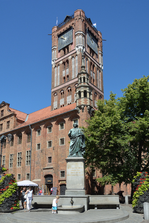 Memorial for the astronomer Nicolaus Copernicus on the market place Rynek Staromiejski bevor the City Hall von Torun - Poland.