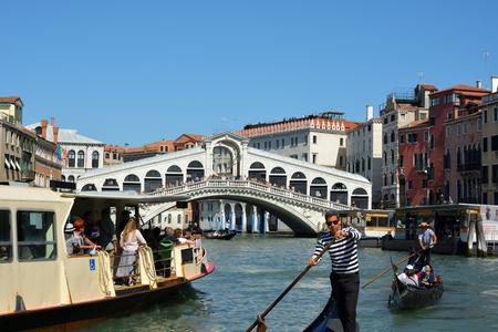Rialto Bridge at the Grand Canal of Venice - Italy. Editoriali