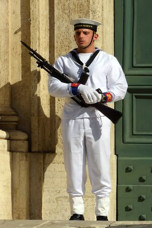 Marine soldiers before the Palazzo Montecitorio at the Piazza Montecitorio in the old town of Rome. Seat of the Representative chamber of the Italian parliament - Italy. Éditoriale