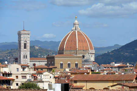View from the Boboli Gardens to the Cathedral of Santa Maria del Fiore and the Giottos campanile of Florence - Italy. Standard-Bild