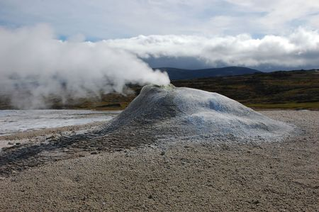 geyser uno in una zona di attività vulcanica in Islanda Archivio Fotografico - 3562240