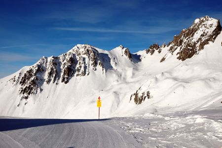 Alpes: Mountain-skiing lines on slopes of the Alpes Stock Photo
