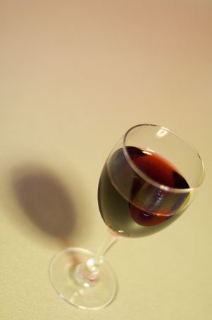 photorealism: vino, wineglass, ombra