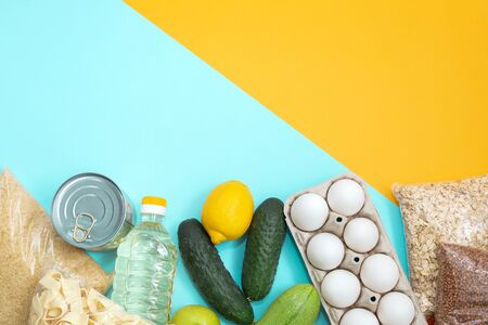 Food donations or food delivery concept on yellow background, top view. Copy space. Humanitarian assistance during the coronavirus pandemic. Banque d'images - 145246186