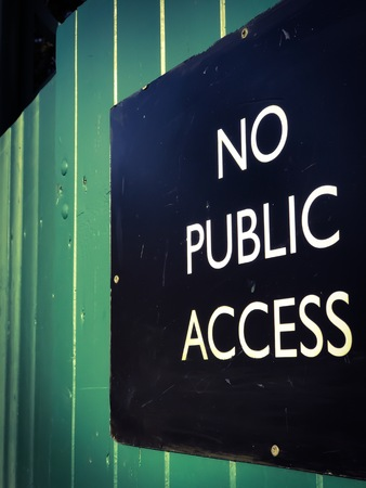 fench: NO PUBLIC ACCESS sign in capitalised letters in a white font on a black background. Stock Photo