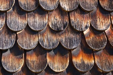 지붕 널 나무로되는 정면 또는 지붕에있는 오스트리아