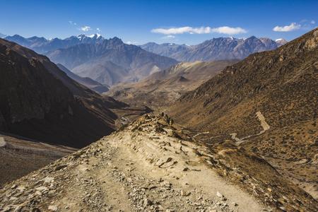 Way through Thorong la Pass, Himalaya mountains in Nepal, Annapurna circuit trek Imagens