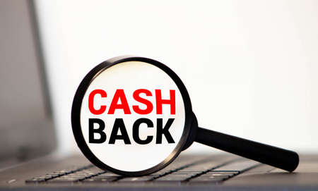 Magnifying glass with the word cash back. Imagens