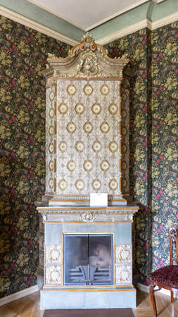 Antique Old Fashioned Tiled Stove. Textures, Backgrounds  Ceramic Tile on the Stove for Heating. Standard-Bild