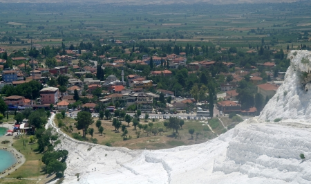 pamuk: Mount and lake in Pamukkale, Turkey