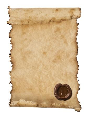 parchemin: vieux papier avec un sceau de cire sur un fond blanc Banque d'images