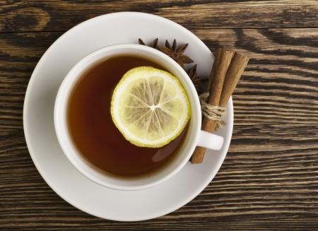wei�er tee: Tasse Tee mit Zitrone Lizenzfreie Bilder