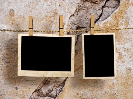 Film Blanks Opknoping op een Rope aangehouden door wasknijpers op een grunge achtergrond