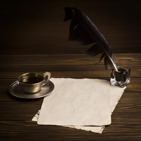 Blanco papier en kopje koffie, pen inkt