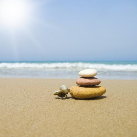 Zen Stones on the beach Standard-Bild