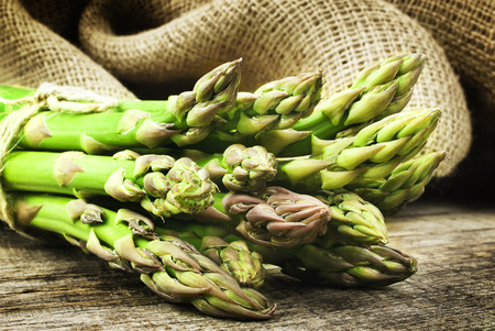 raw food: Asparagus