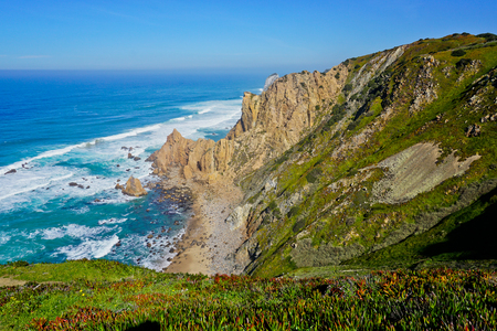 Ocean meets Cliffs of Cabo da Roca Cape Roca in Sintra - the westernmost extent of mainland Portugal and Europe Imagens