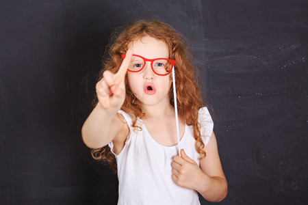 学校女の子表示振動指黒板近く、ノーといいます。 写真素材 - 62608469