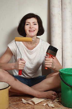clue: happy woman prepare to make a repair stick wallpapers with rollercoaster and clue
