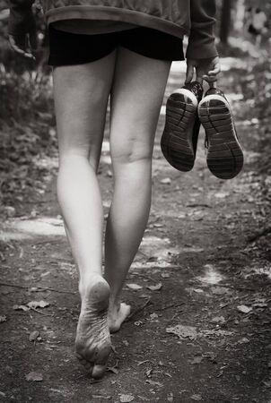 bare feet walking along the forest path close up photo Standard-Bild - 134596041
