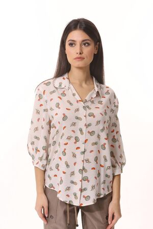 Indian business woman executive in summer printed short sleeve blouse Banque d'images - 149586407