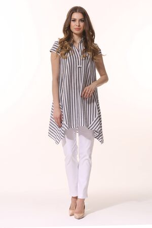 business woman in summer white trousers and striped loose blouse full length Banque d'images - 149586411