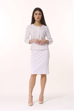 Indian business woman executive posing in official white skirt suit Banque d'images - 149586429