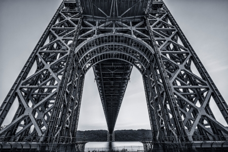 george washington: Debajo del lado de Nueva York del puente de George Washington