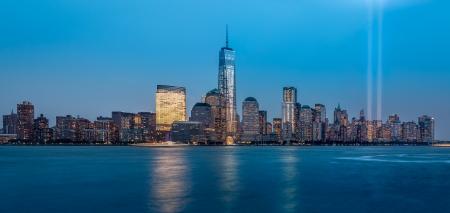 Tributo en Luz el 11 de septiembre de 2013 en Jersey City, NJ Esta instalación de arte crea dos columnas verticales de luz en recuerdo de los atentados del 11-