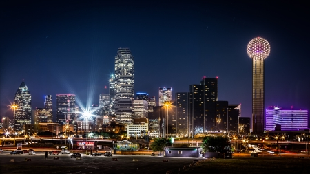 dallas: Dallas skyline by night with the Bank of America and Reunion Tower among other skyscrapers in Dallas, USA