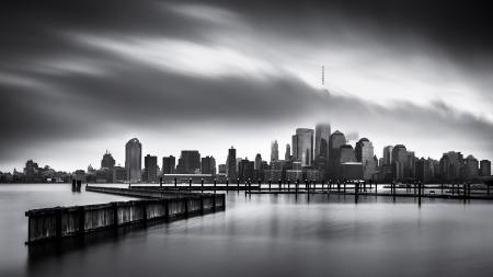 Düsterer Tag für die Financial District Kunst-Schwarz-Weiß-Foto Lower Manhattan, Jersey City über den Hudson River genommen Standard-Bild