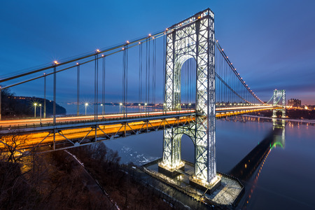 George Washington Bridge fully illuminated to celebrate the 2014 American Football  Big Game  hosted by New Jersey and New York Banque d'images