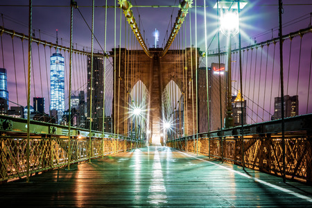 new york skyline: Empty Brooklyn Bridge pedestrian walkway before sunrise