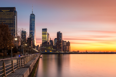 Lower Manhattanat sunset as viewed from Hudson River Park, in Tribeca, New York - with space for text on the right 版權商用圖片