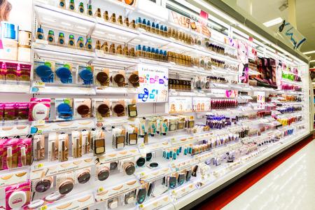 pracoviště: Regály s kosmetikou v cílové úložiště. Cíl je druhý největší diskontní prodejce ve Spojených státech.