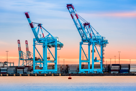 Gigantic cranes from the NewarkElizabeth marine terminal Banco de Imagens