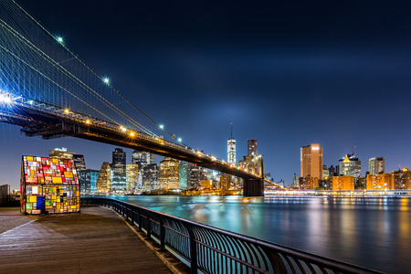 manhattan bridge: Brooklyn Bridge and the Lower Manhattan skyline by night as viewed from  Brooklyn Bridge Park in New York City Stock Photo