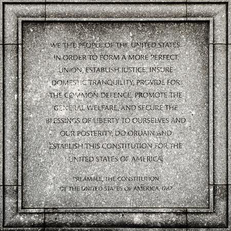 constitucion: Detalle exterior del Palacio de Justicia John Joseph Moakley Estados Unidos en Boston - Preámbulo de la Constitución de EE.UU.