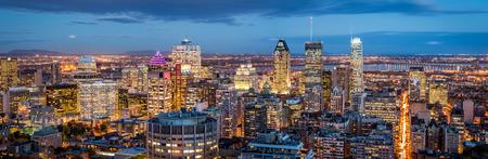 Panorama de Montreal al atardecer visto desde el Monte Real Foto de archivo - 45139235