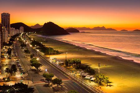 Copacabana Beach bij dageraad, in Rio de Janeiro, Brazilië