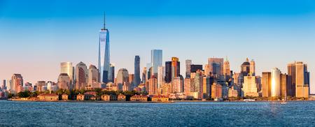 nowy: Downtown New York skyline panorama z Ellis Island w planie