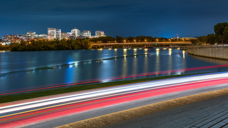 Rosslyn Skyline, Theodore Rosevelt Memorial Bridge and traffic trails on Ohio Drive, in Washington DC Stok Fotoğraf