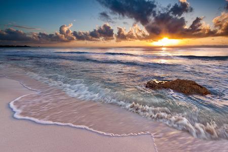 プラヤ ・ デル ・ カルメン、リビエラマヤ、メキシコに近いカリブ海の日の出 写真素材
