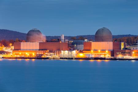 Centrale nucleare sul fiume Hudson, a nord di New York City Archivio Fotografico - 47907353