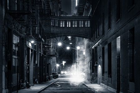 Moody monochrome view of Staple street skybridge by night, in Tribeca, New York City Banque d'images