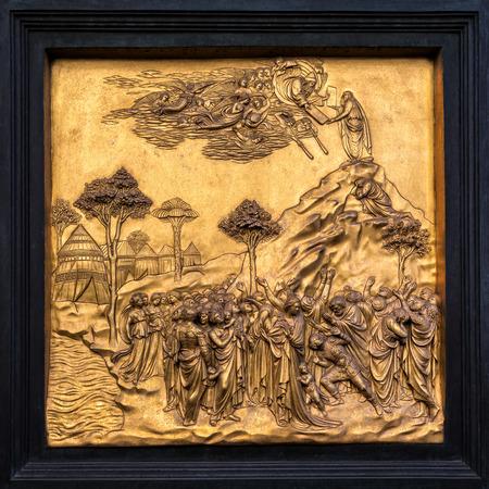 monte sinai: Detalle exterior del Baptisterio de Florencia - Puerta del Paraíso - Moisés recibiendo la Ley
