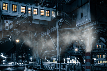 125. Straße Pendler Hub-Station, in Harlem, New York City mit einem schwermütigen monochrome filmischen Effekt gemacht.