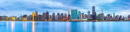 midtown manhattan: Midtown Manhattan panorama as viewed from Gantry Plaza State Park across East River Stock Photo
