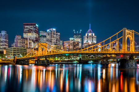 Rachel Carson Bridge (aka Ninth Street Bridge) spans Allegheny river in Pittsburgh, Pennsylvania 版權商用圖片