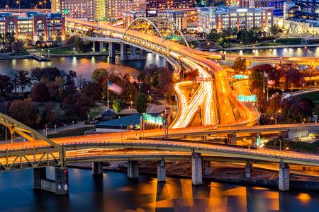 Pittsburgh-verkeersroutes op de snelwegknooppunt tussen Fort Duquesne en Fort Pitt-bruggen
